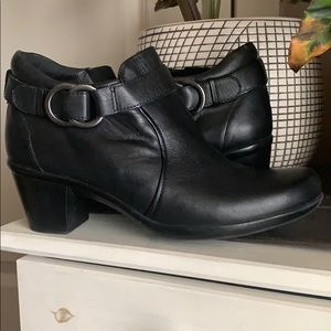 Naturalizer black bootie size 7.5. Worn once!